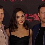 Ben Affleck , Henry Cavill y Gal Gadot,  actores de la nueva pelicula de Batman vs Superman en la premier de la Ciudada de México 2