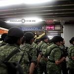 Salida del metro CDMX Agrupamiento Femenil 3:48 am  Previo al Desfile  2016