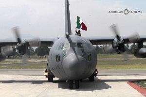 Aterrizaje de la aeronave Hércules C -130 en la base aérea Santa Lucia después de la parada militar 2016
