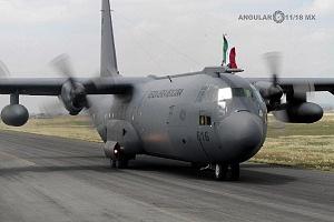 Aterrizaje de la aeronave hércules C 130 en la base aérea Santa Lucia después de la parada militar 2016