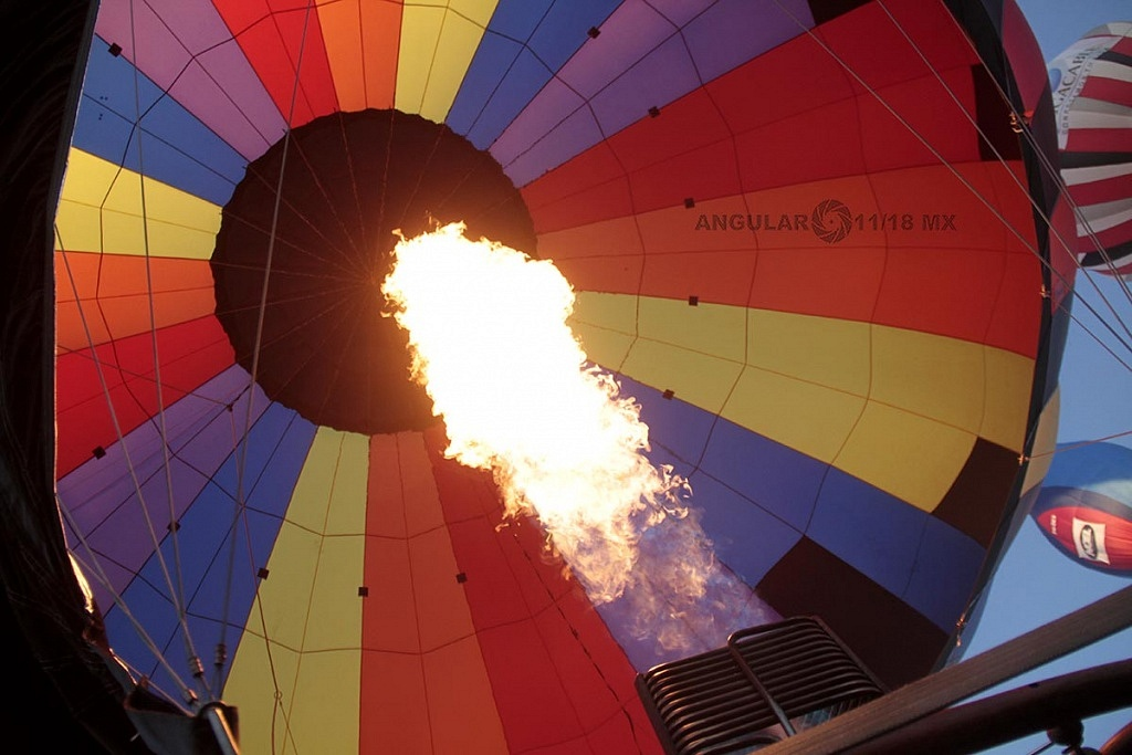 Inflado del globo 027 por el piloto Dan Keith