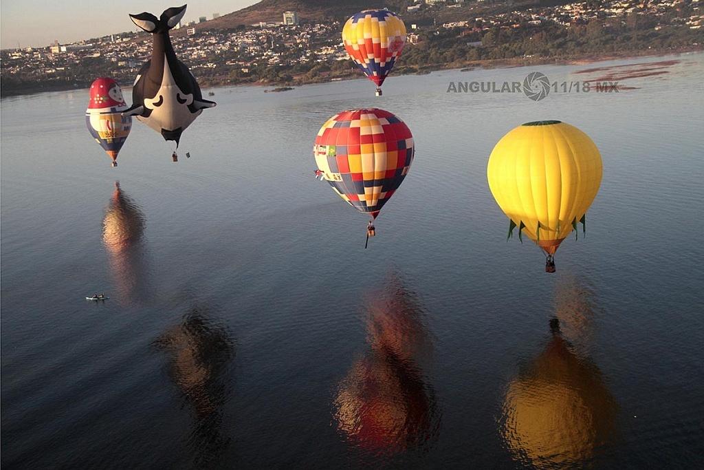 Vista aérea sobre la laguna del Festival Internacional del Globo 2016 de  León