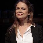 Actriz Nailea Norvid en la puesta en escena instinto (4)