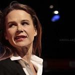 Actriz Nailea Norvid en la puesta en escena instinto (7)