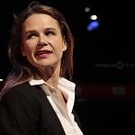 Actriz Nailea Norvid en la puesta en escena instinto (9)