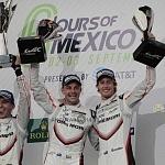 Los pilotos Timo Bernhard, Earl Bamber y Brendon Hartley del equipo Porsche campeones de la categoria LMP1 de las 6 horas de México