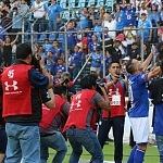 festejo del gol del Chaco Gimenez frente al Santos en la jornada 9 del torneo apertura 2017 (4)