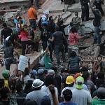 voluntarios civiles retirando escombro durante el sismo del 19 de septiembre 2017 en la ciudad de México (11)