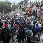 voluntarios civiles retirando escombro durante el sismo del 19 de septiembre 2017 en la ciudad de México (13)