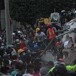 voluntarios civiles retirando escombro durante el sismo del 19 de septiembre 2017 en la ciudad de México (16)