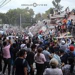 voluntarios civiles retirando escombro durante el sismo del 19 de septiembre 2017 en la ciudad de México (7)