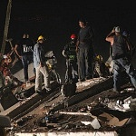 voluntarios durante el sismo del 19 de septiembre de 2017 en la ciudad de México (toma nocturna)
