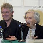 Elena Poniatowska y Luis Moro en la presentación La leona (1)