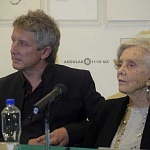 Elena Poniatowska y Luis Moro en la presentación La leona (2)