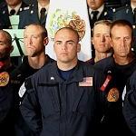 rescatista de EUA en la ceremonia de despedida de su unidad