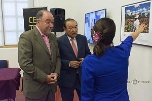 Director General de la Agencia de Noticias del Estado Mexicano NOTIMEX Alejandro Ramos Esquivel y el embajador de la Federación de Rusia en México Eduard R Mallarán