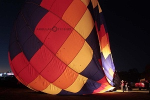 FIG 2017 inflado de un globo aereostatico noche de luces 1
