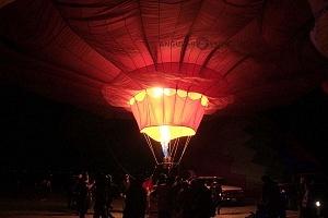 FIG 2017 inflado de un globo aereostatico noche de luces 3