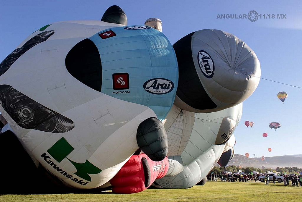 FIG 2017 inflado del globo aerostatico con forma de motocicleta de origen holandes llamado TheSuperbiker