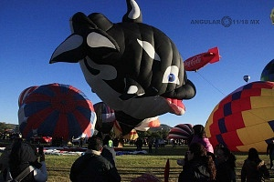 Festival Internacional del Globo de León 2017 despegue de globos con figura de ballena