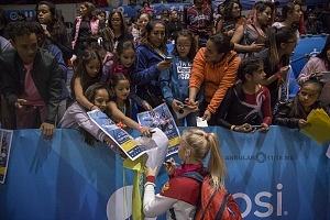 gala gimnastica USANA 2017 firma de autografos de Angelina Melankova