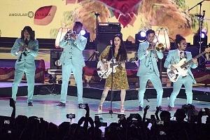 telehit entrega de premios 2017 cantante Mon Laferte 1