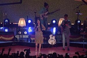 telehit entrega de premios 2017 cantante Mon Laferte