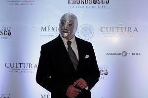Estudios Churubusco celebra sus 72 años con magna exposición luchador el Santo Jr