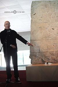 Presentación del bajorrelieve llamado Xoc perteneciente a la cultura Olmeca en el Museo Nacional de Antropología e Historia 1