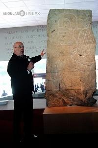 Presentación del bajorrelieve llamado Xoc perteneciente a la cultura Olmeca en el Museo Nacional de Antropología e Historia 3