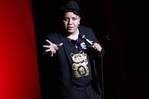 el comediante de stand up Alan Saldaña en el show de comedia de Pipa y Guante 1