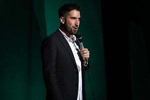 el comediante de stand up Alex Fernández en el show de comedia de Pipa y Guante 1