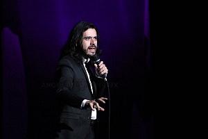 el comediante de stand up Fran Hevia en el show de comedia de Pipa y Guante 1