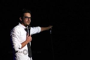 el comediante de stand up Roberto Flores en el show show de comedia de Pipa y Guante