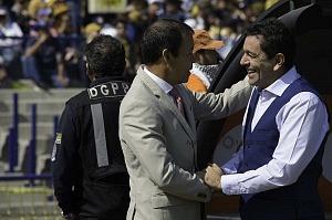 saludo entre el director tecnico de Pumas y Atlas en la jornada 2 del torneo de clausura 2018