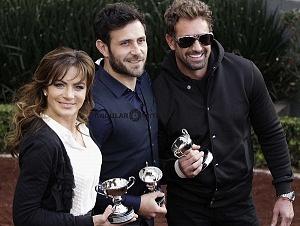 Actores Silvia Navarro, Gabriel Soto y Carlos Ferro en la inauguración de la temporada 75 del hipodromo de las americas