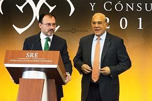 Doctor Luis Videgara y Caso yJosé Ángel Gurría ex Secretario de Relaciones Exteriores de México en la XXIX Reunión de Embajadores y Cónsules 2018
