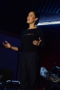 Elisa Carrillo en clase en el Salón Los Ángeles 5
