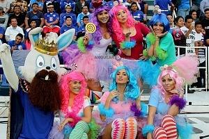 porristas del Cruz Azul en la Jornada 1 del torneo clausura 2018 vestidas de muñecas con motivo del dia reyes (1)
