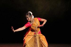 se presento el Bharatanatyam estilo de baile de la India al Teatro de la Ciudad Esperanza Iris