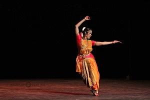 se presento el Bharatanatyam estilo de baile de la India en el Teatro de la Ciudad Esperanza Iris