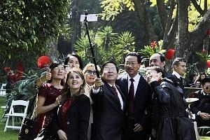 La embajada de China en México celebró la llegada del Año Nuevo Chino del Perro 2018 (selfy)