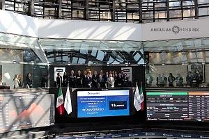 UNIFIN recibe reconocimiento otorgado por la Bolsa Mexicana de Valores, durante una ceremonia de timbrazo