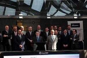 UNIFIN recibe un honorable reconocimiento otorgado por la Bolsa Mexicana de Valores, durante una ceremonia de timbrazo
