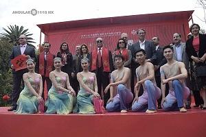 en el jardín principal de la sede diplomática China se ofrecieron shows de canto y danza Artística con motivo del año Chino del perro invitados
