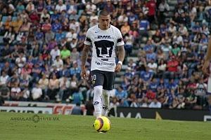 Cruz Azul empata 1-1 en el ultimo minuto ante Pumas en la jornada 12 del apertura 2018 Nicolas Castillo Jugador de Pumas cobrando el penal 1