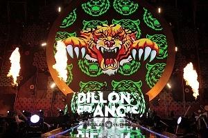 DJ DILLON FRANCIS en los World Dance Music Radio Awards 2018 en el Estadio Azteca 1