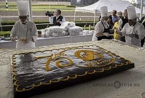 El Hipódromo de las Américas festeja su 75 aniversario con un enorme pastel de media tonelada