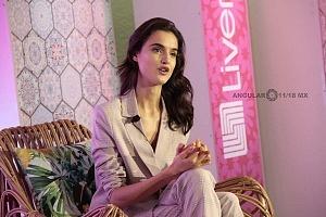 La Top Model Internacional Blanca Padilla en conferencia de prensa en la ciudad de México 5