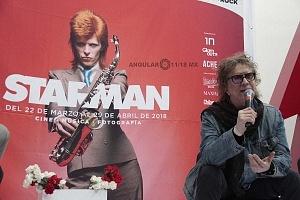 MIck Rock el legendario fotografo charlo con la prensa en la inauguración de la exposición STARMAN 1